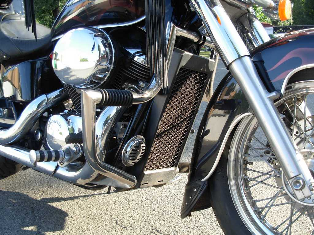 Engine Crash Bar Guard  with built in Highway Pegs for Honda Shadow ACE 400-750 (1998-2003year)