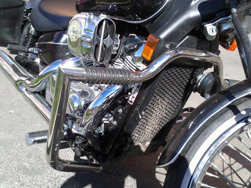 Engine Crash Bar Guard  with built in Highway Pegs for Honda Shadow Spirit 750 (2005year)